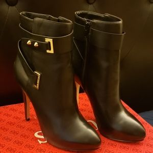 Guess black boots w gold bucket accent